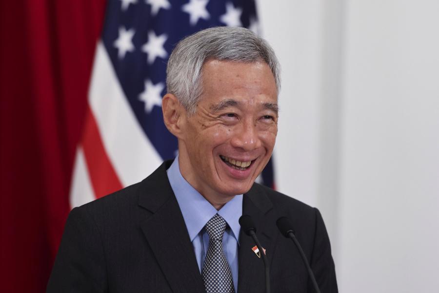 Ông Lý Hiển Long là nhà lãnh đạo hưởng lương cao nhất thế giới với 1,6 triệu USD/năm, cao gấp 12 lần so với Tổng thống Nga Vladimir Putin. Ông Lý Hiển Long, 69 tuổi, giữ chức Thủ tướng Singapore từ ngày 12/8/2004 đến nay. Ông là con trai cả của ông Lý Quang Diệu – Thủ tướng đầu tiên của Singapore - Ảnh: AP