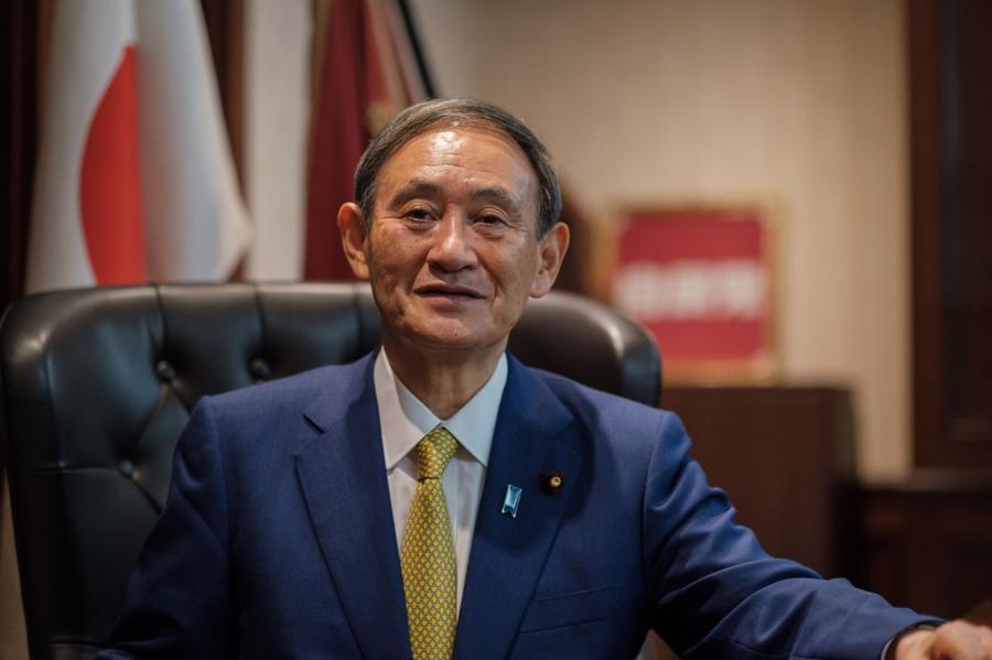 Thủ tướng Nhật Bản Yoshihide Suga hưởng lương 255.000 USD/năm. Ông được bầu làm Thủ tướng Nhật Bản vào tháng 9/2020, thay cho ông Shinzo Abe – Thủ tướng tại vị lâu nhất của Nhật. Tuy nhiên, sau một năm, tỷ lệ ủng hộ của người dân Nhật với ông Suga sụt giảm mạnh do các vấn đề liên quan tới Thế vận hội Tokyo và đại dịch Covid-19. Ngày 3/9, ông Suga tuyên bố sẽ không tái tranh cử chức chủ tịch đảng Dân chủ Tự do (LDP) – đảng cầm quyền ở Nhật Bản và sẽ chấm dứt nhiệm kỳ của mình sau một năm. Ngày 29/9, ông Kishida Fumio được bầu làm lãnh đạo mới của LDP và theo đó sẽ là người kế nhiệm ông Suga Yoshihide - Ảnh:Kyodo