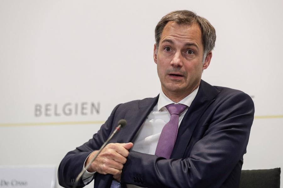 Thủ tướng Bỉ Alexander De Croo hưởng lương 267.000 USD mỗi năm. Ông được bầu làm Thủ tướng Bỉ vào tháng 10/2020 – vị trí được bỏ trống trong gần 2 năm. Trước đó, ông từng làm việc tại tập đoàn tư vấn Boston Consulting Group, quyết tâm không theo sự nghiệp chính trị của cha. Tuy nhiên, cuối cùng ông vẫn tham gia chính trường và hiện là người lãnh đạo đất nước - Ảnh:EPA-EFE