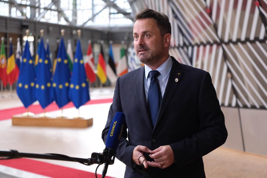 Ông Xavier Bettel, Thủ tướng Luxembourg là Thủ tướng đầu tiên của Luxembourg và thứ ba ở châu Âu công khai là người đồng tính. Năm 2019, ông làm nên lịch sử với bài phát biểu ấn tượng về quyền của cộng đồng LGBTQ (người đồng tính, song tính và chuyển giới) tại Đại hội đồng Liên hợp Quốc. Với cương vị điều hành quốc gia giàu có bậc nhất thế giới, ông Bettel hưởng mức lương từ 271.000 – 340.000 USD mỗi năm - Ảnh:DPA