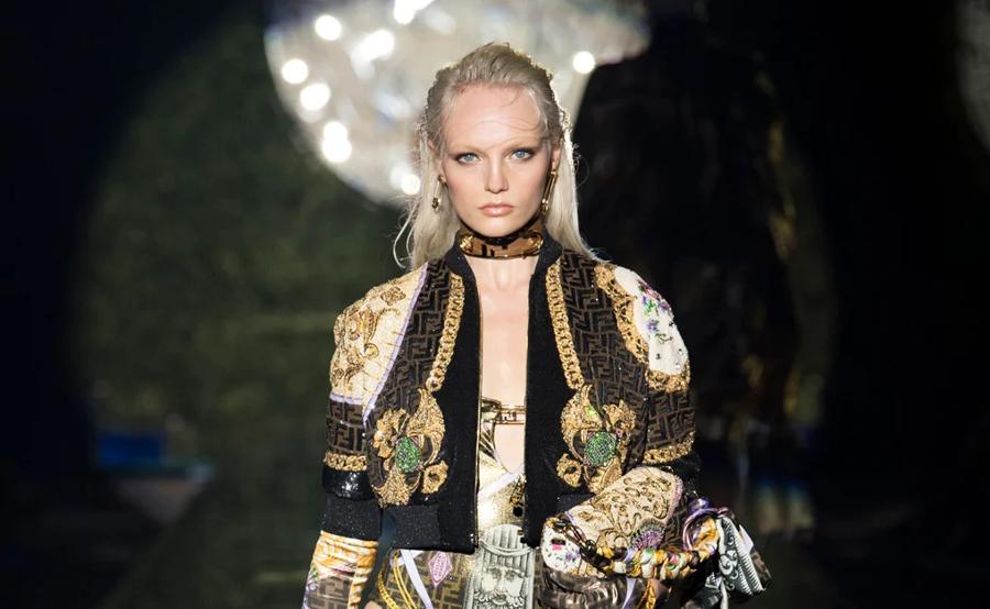 Bộ sưu tập Versace by Fendi của hai Giám đốc Sáng tạo Kim Jones và Silvia Venturini Fendi.