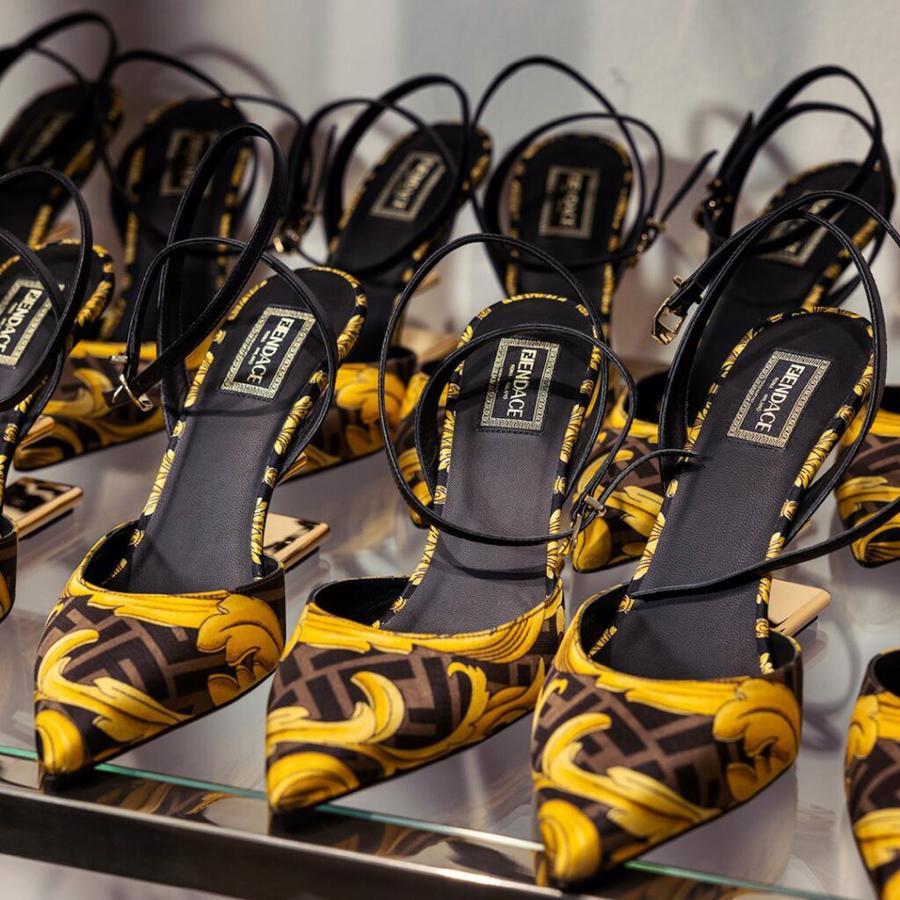 Bộ sưu tập Fendace của Fendi và Versace là một phần của mùa Pre-Fall 2022, sẽ được tung ra toàn cầu vào tháng 05/2022.