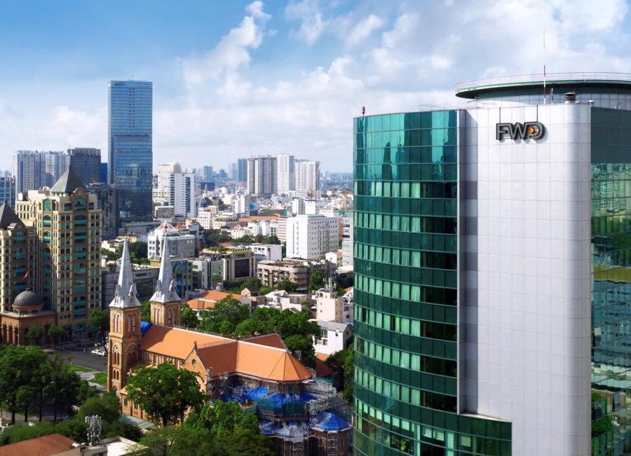 Với chiến lược ưu tiên phát triển công nghệ số, FWD Việt Nam là công ty bảo hiểm khác biệt, có nền tảng vững chắc dựa trên các thế mạnh: sản phẩm đột phá, hệ thống phân phối tập trung vào chất lượng, số hóa mọi quy trình và chiến lược thương hiệu khác biệt.