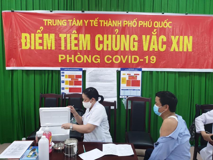 Phải đảm bảo ít nhất 90% dân cư và người lao động tiêm đủ vaccine thì Phú Quốc mới có thể mở cửa đón khách quốc tế.