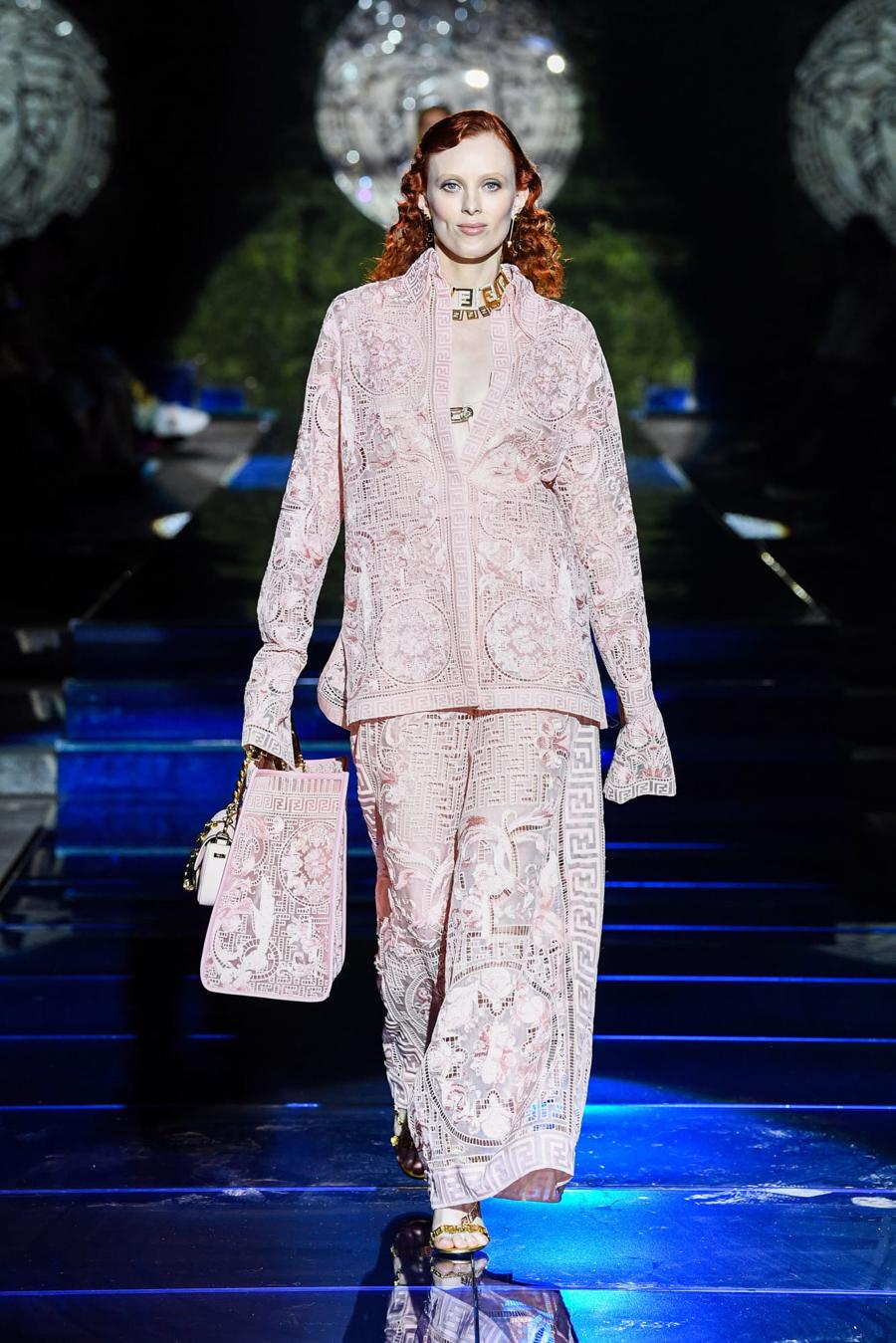 Màn bắt tay lịch sử của hai tập đoàn thời trang xa xỉ đẳng cấp thế giới - Ảnh 7
