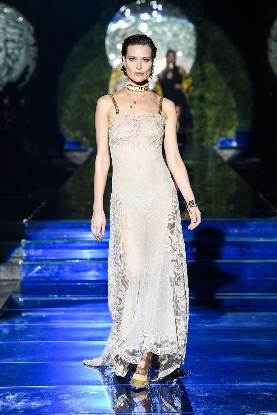 Màn bắt tay lịch sử của hai tập đoàn thời trang xa xỉ đẳng cấp thế giới - Ảnh 11