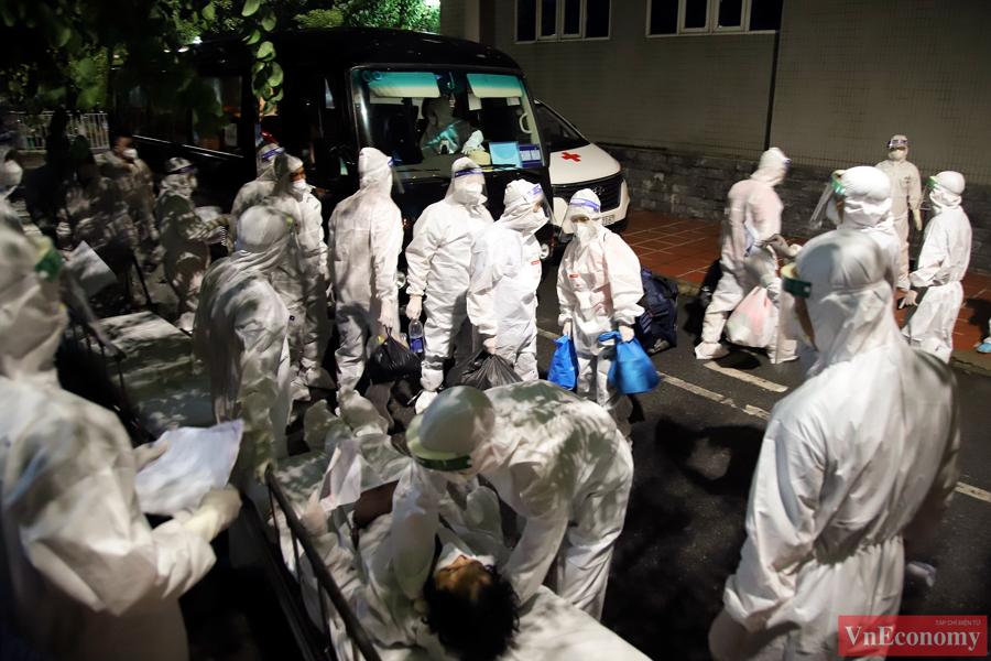 Hà Nội bắt đầu di chuyển bệnh nhân từ Bệnh viện Việt Đức sang 3 bệnh viện khác - Ảnh 7