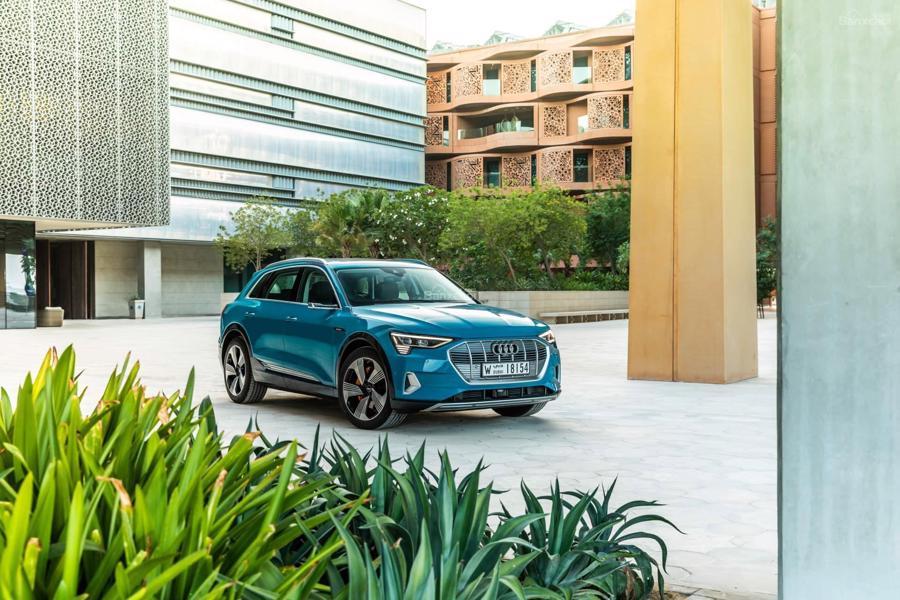 """Audi E-Tron - SUV mang sứ mệnh là """"phát súng"""" đầu tiên của Audi trong cuộc chiến xe điện."""