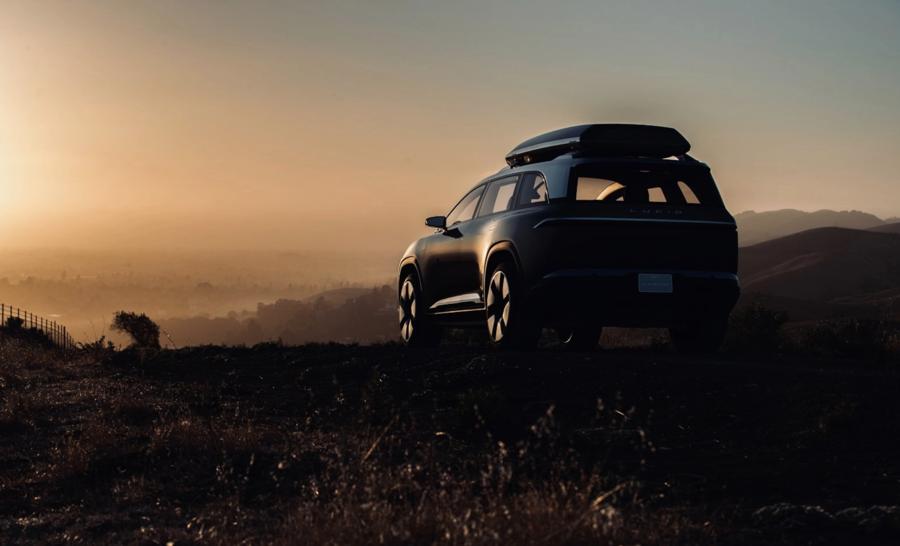 Một số hình ảnh teaser đã được công bố cho thấy mẫu xe Gravity có một thiết kế vuông vức rất rộng, rộng hơn Air trên thực tế, nhưng lại tương đối ngắn, thậm chí không dài hơn 1 inch so với sedan.