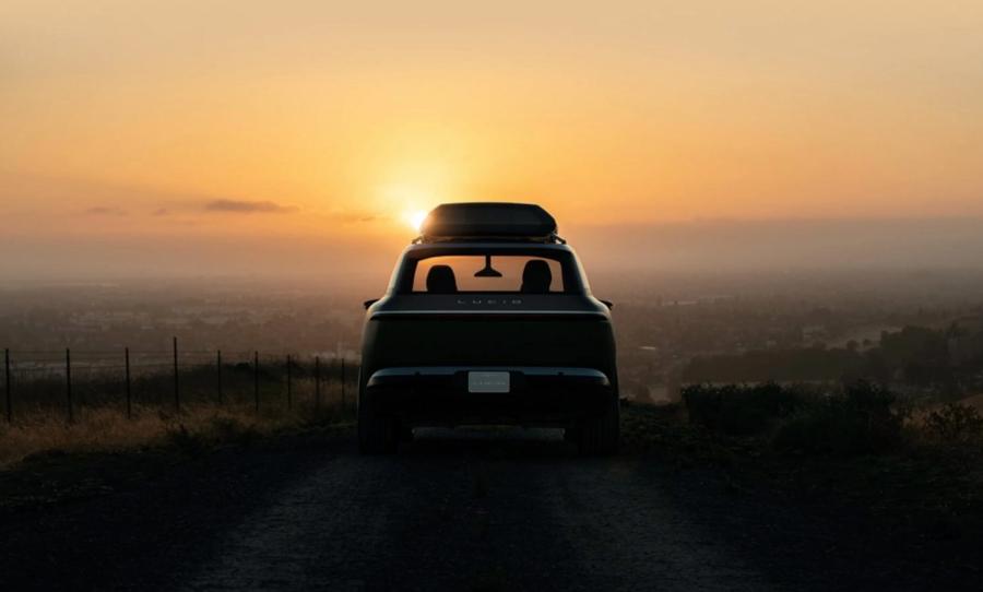 Lucid cũng đang nghiên cứu những gì ra đời sau Gravity, bao gồm một nền tảng khác dành cho xe với mức giá thấp hơn và một loạt các mặt hàng xe điện trong thập kỷ tới bắt đầu với công nghệ LEAP nhưng trải dài đến nhiều sản phẩm khác, thậm chí còn có những thứ ngoài ô tô.
