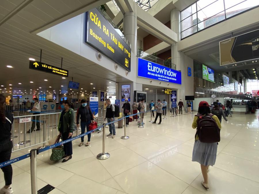 Nội Bài và Tân Sơn Nhất là hai sân bay trọng yếu, chiếm gần 90% số lượng khách và doanh thu của các hãng hàng không trong nước.