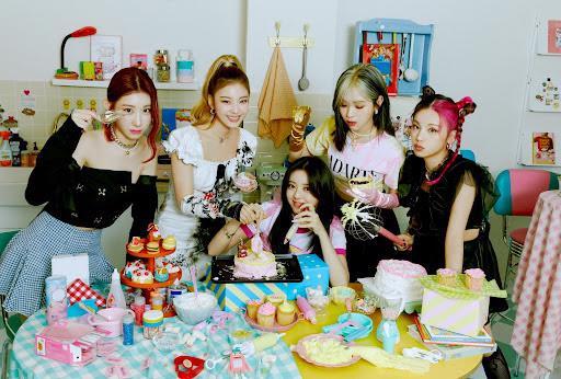 Sự xuất hiện của những ngôi sao nổi tiếng vào các lễ hội mua sắm cuối năm tạo nên các ảnh hưởng tích cực giúp kết nối người tiêu dùng và thương hiệu một cách sâu rộng. Trong ảnh là nhóm nhạc nữ hàng đầu Hàn Quốc ITZY - cái tên sẽ xuất hiện trong sự kiện 10/10 Siêu sale chính hãng.