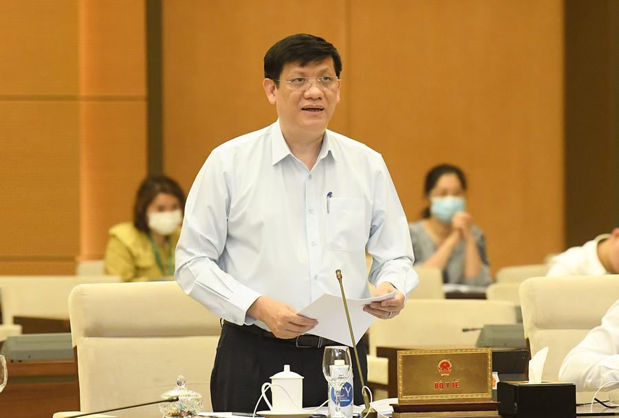 Bộ trưởng Y tế Nguyễn Thanh Longtrình bày báo cáo tại phiên họp - Ảnh: Quochoi.vn