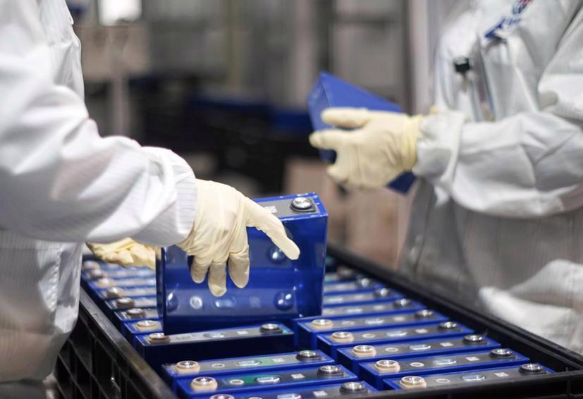 """Các nhà sản xuất ô tô đang sẵn sàng chi nhiều tiền để phát triển công nghệ pin """"xanh hơn""""."""