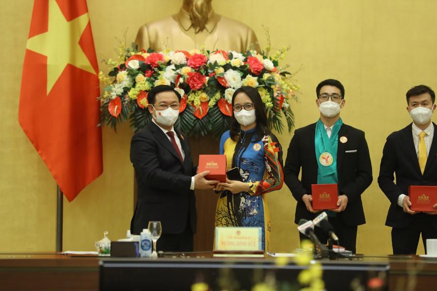"""Chủ tịch Quốc hội: """"Trong cái khó sẽ ló cái khôn"""", doanh nghiệp Việt sẽ tận dụng được cơ hội từ khó khăn - Ảnh 4"""