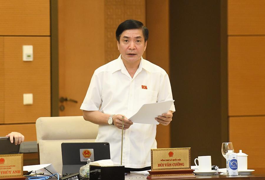 Tổng Thư ký Quốc hội, Chủ nhiệm Văn phòng Quốc hội Bùi Văn Cườngtrình bày Báo cáo về việc chuẩn bị kỳ họp thứ 2, Quốc hội khóa XV - Ảnh: Quochoi.vn