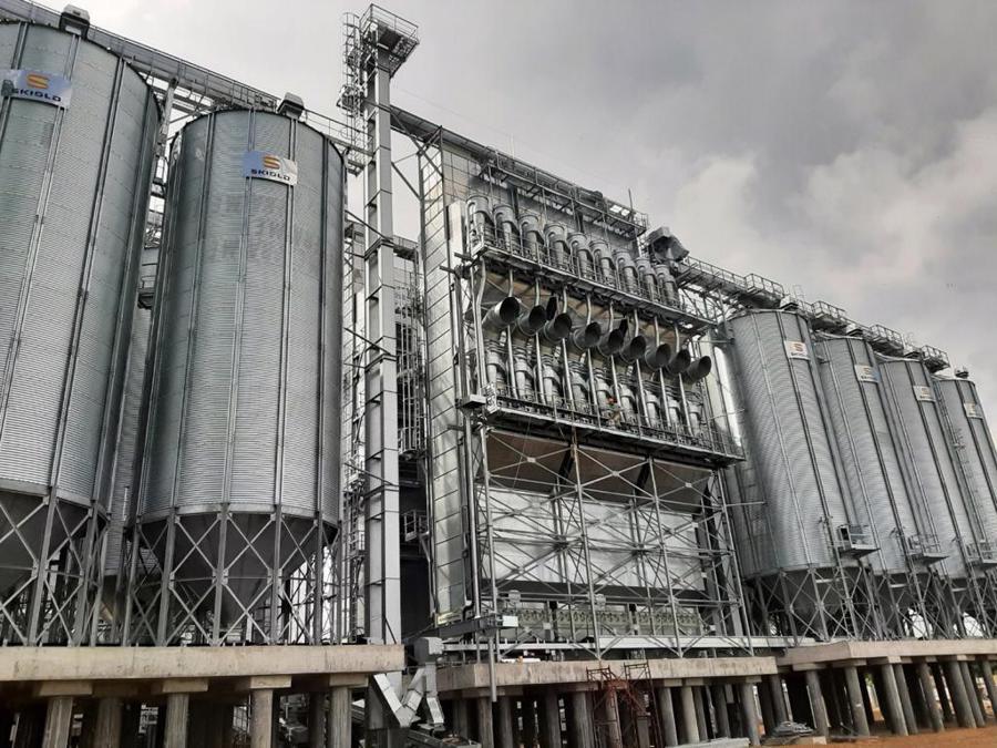 Nhà máy gạo Hạnh Phúc (đang trong quá trình xây dựng) được đầu tư với quy mô 191.000m2 và tổng số vốn hơn 65 triệu USD.