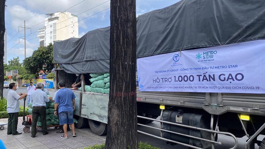 Hàng nghìn tấn gạo được CT Group san sẻ với người dân nghèo thành phố trong đợt dịch lần thứ 4 vừa qua.