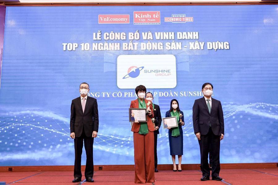 Bà Hoàng Thị Mỹ Bình - Phó Tổng giám đốc Tập đoàn Sunshine tại Lễ Công bố và vinh danh Thương hiệu mạnh Việt Nam 2020 - 2021.